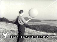 (1952) Lac Chauvet, France, Puy-de-Dôme - Page 2 Pathe1952-still5